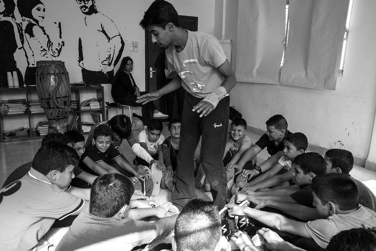 Capoeira4Refugees - Trust Exercise with Boys in Zarqa, Jordan