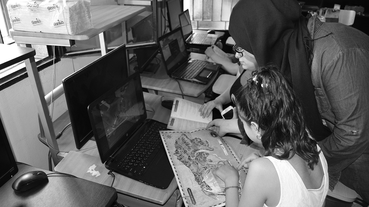 Cedaria game: two girls playing at a computer
